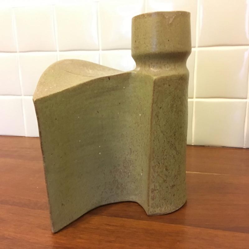 Interesting modernist vase - heavy, unusual shape, signed S.Dove 79 Img_0312