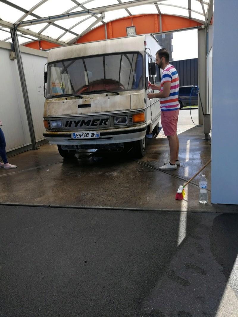 Un garage qui déborde sur la rue - Page 9 2ea00110