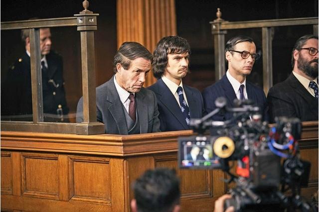 A Very English scandal, avec Hugh Grant et Ben Whishaw Englis11