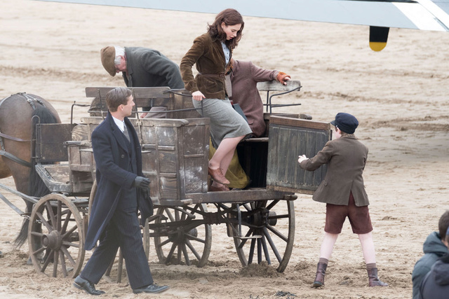 The Guernsey Literary & Potato Peel Pie Society de Mike Newell - Page 3 Lily-j10