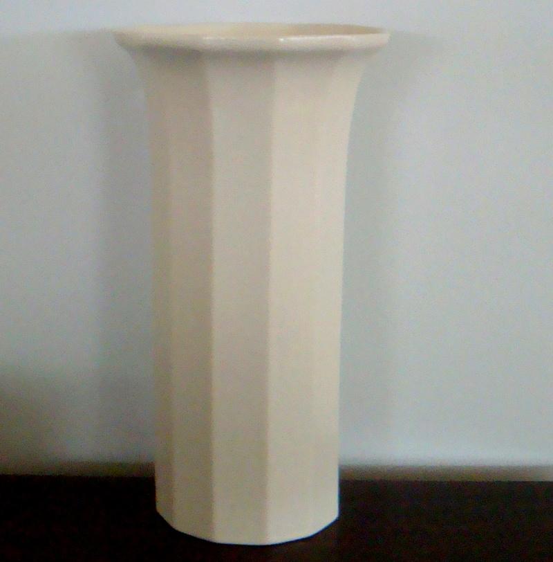 Temuka 12 Sided Vase Dsc09710