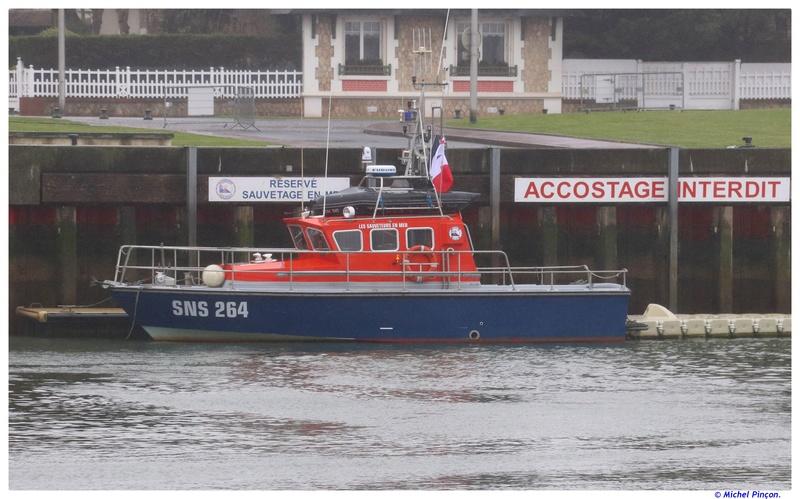 [VIE DES PORTS] Quelques bateaux de pêche (sur nos côtes Françaises) - Page 38 Dsc01228