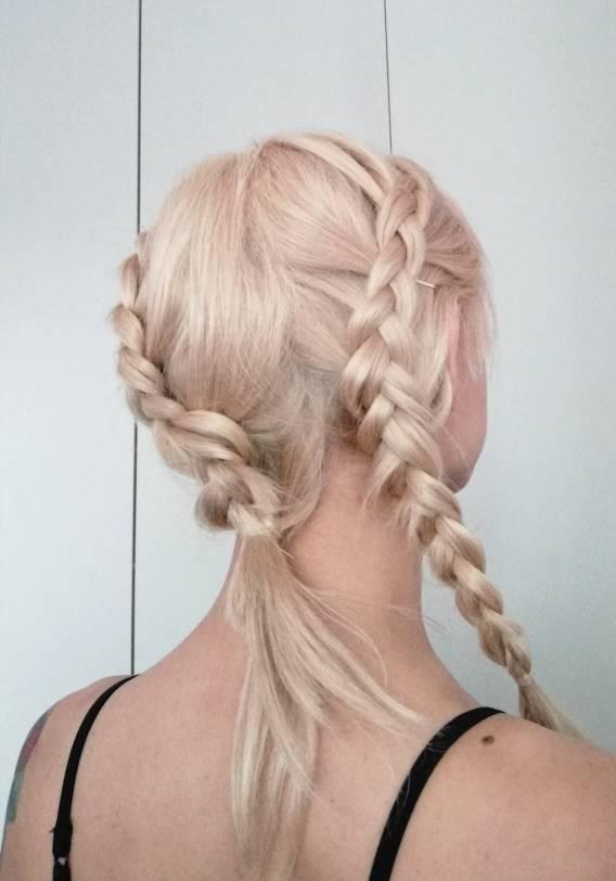 Con una peluca vacuum sin colas y tapes puede hacerte tambien una cola alta. Ca09e111