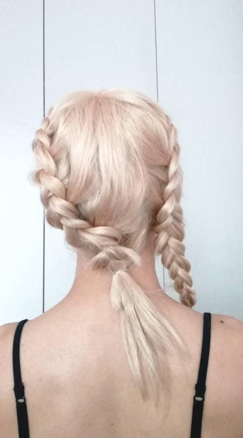 Con una peluca vacuum sin colas y tapes puede hacerte tambien una cola alta. D5eaa610