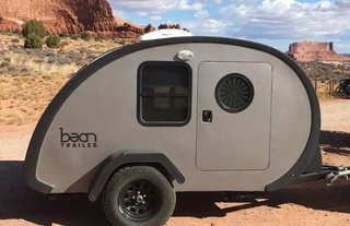 Upscale teardrop trailer is a tiny home on the go - Curbed Captur20