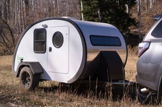 Upscale teardrop trailer is a tiny home on the go - Curbed Captur22