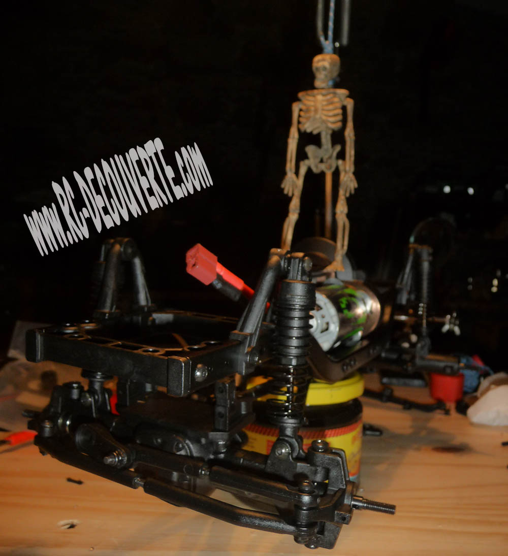 Montage MST CMX Kit : Jeep & Hummer - Page 3 6-chas10