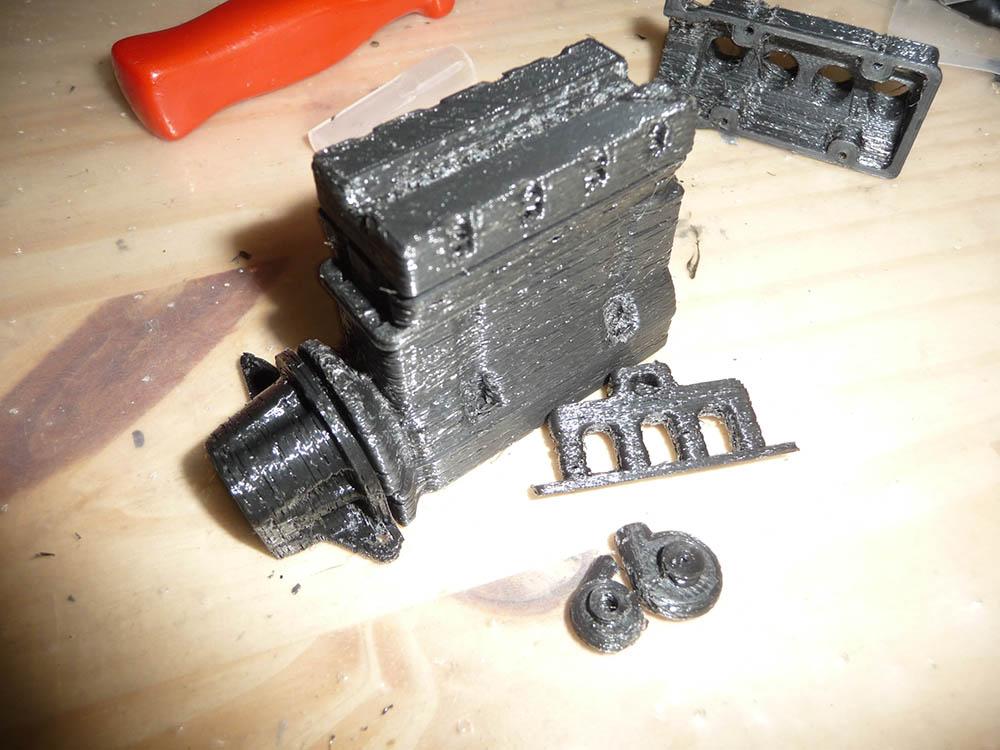 Bloc Moteur V8 et Moteur Cylindrique pour Scale et Crawler 1/10 Moteur15