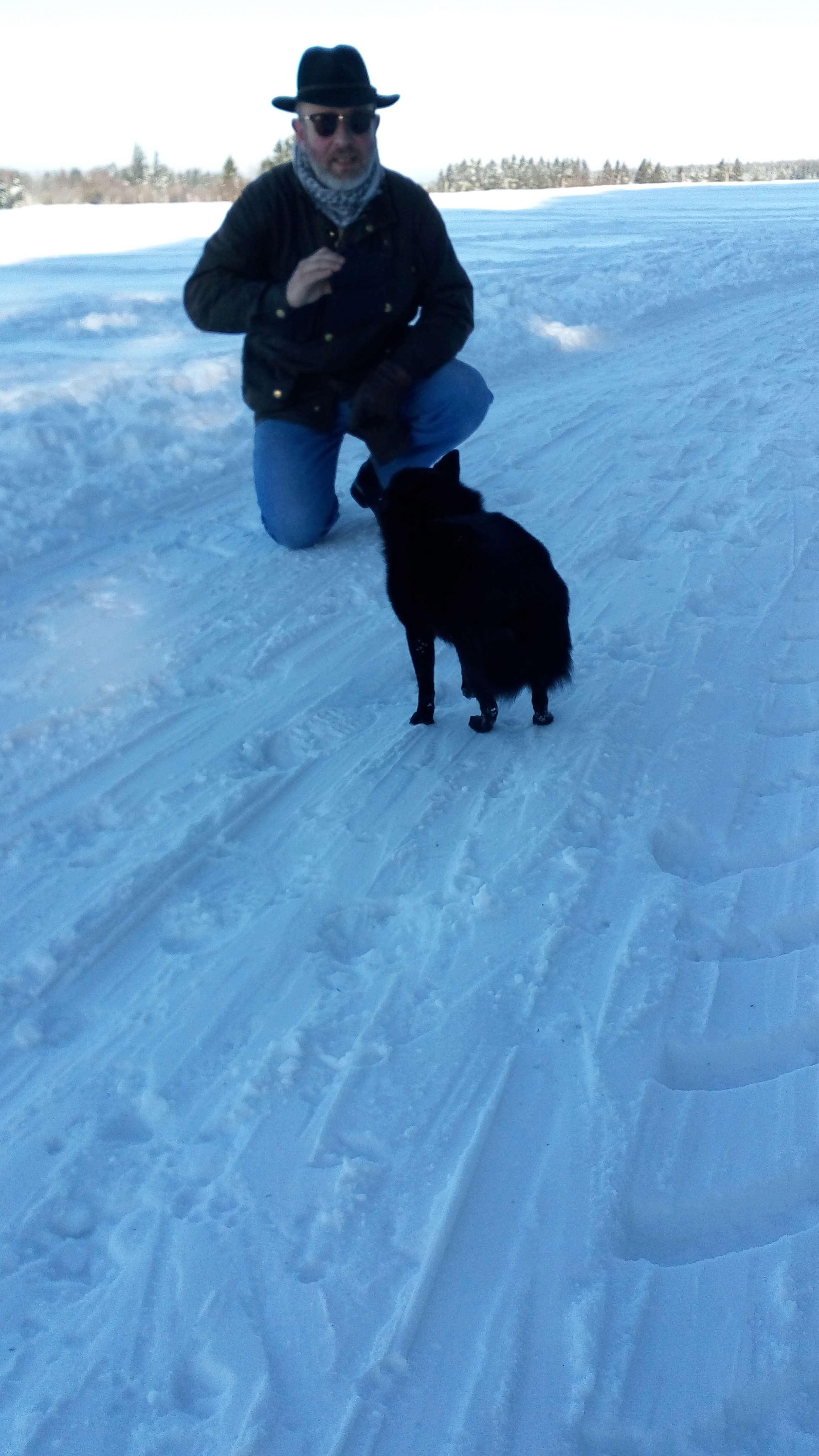 Des connaisseurs en chiens ?  Img_2012