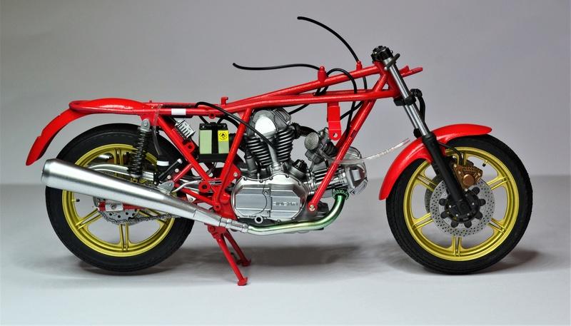 Ducati 900 replica Mike Hailwood 1/12 Dsc_0479
