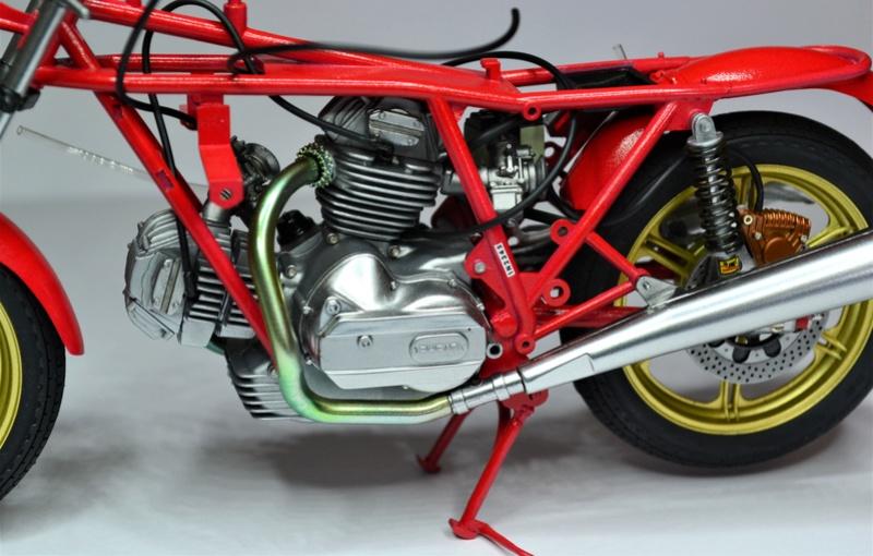 Ducati 900 replica Mike Hailwood 1/12 Dsc_0481