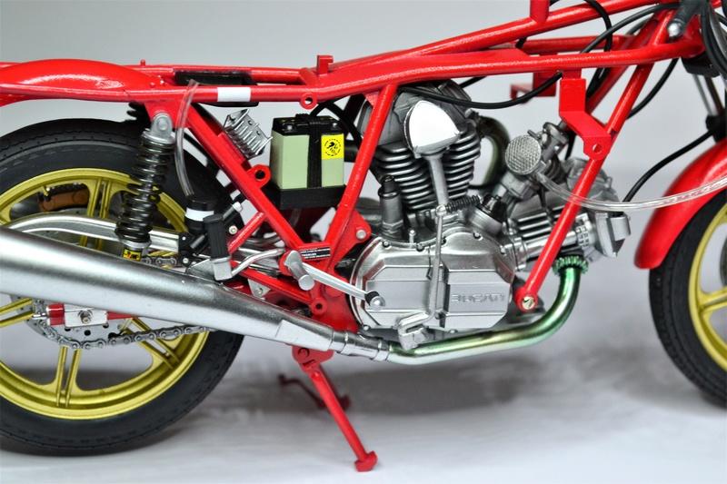 Ducati 900 replica Mike Hailwood 1/12 Dsc_0491