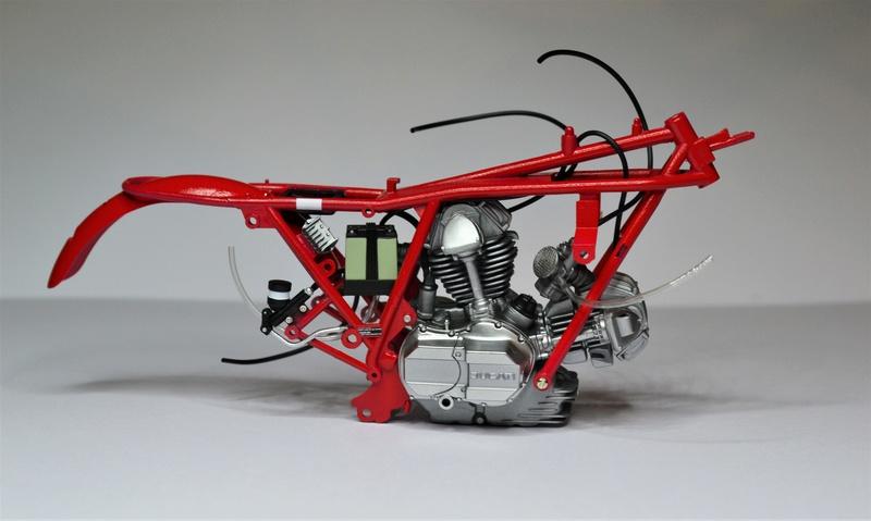 Ducati 900 replica Mike Hailwood 1/12 Uoi11