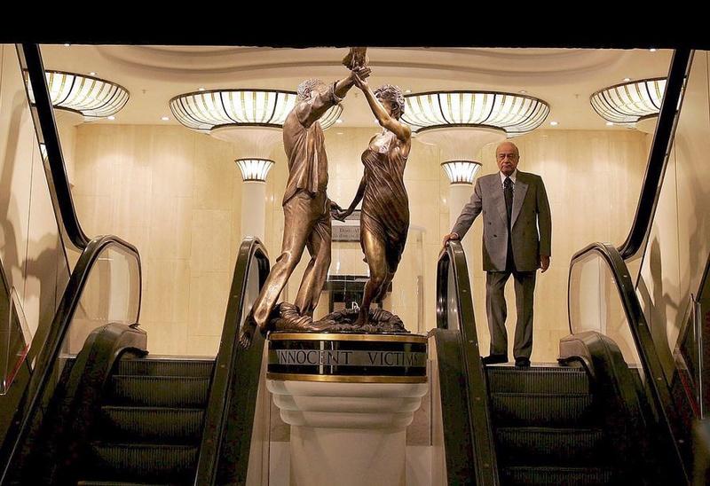 Πολυτελές κατάστημα ξηλώνει το άγαλμα της πριγκίπισσας Νταϊάνα 86948410
