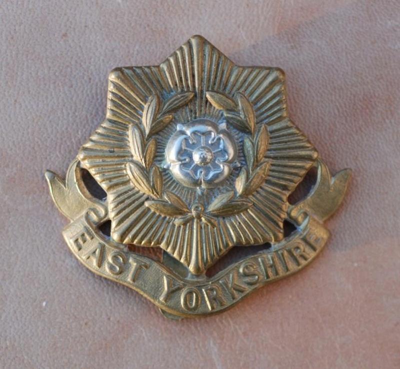 Cap Badge du East Yorkshire Regiment  (The Duke of York's) Dsc_1510