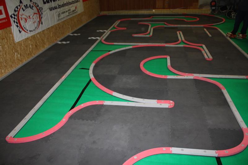 Nouvelle piste KYOSHO au Laval Mini Auto Club Img_1810