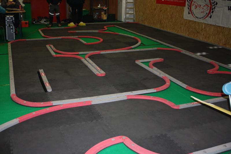 Nouvelle piste KYOSHO au Laval Mini Auto Club Img_1811