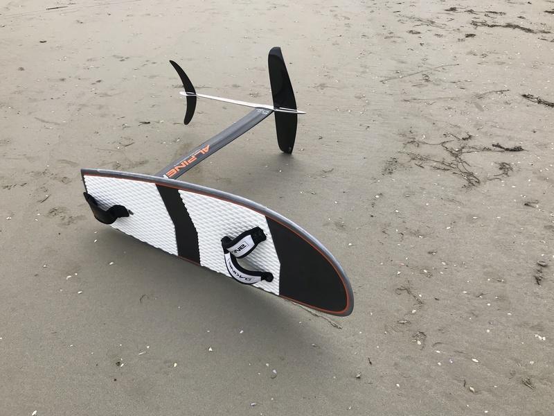 nouvelle petite board à tout faire full carbon 130x46 Img_2413