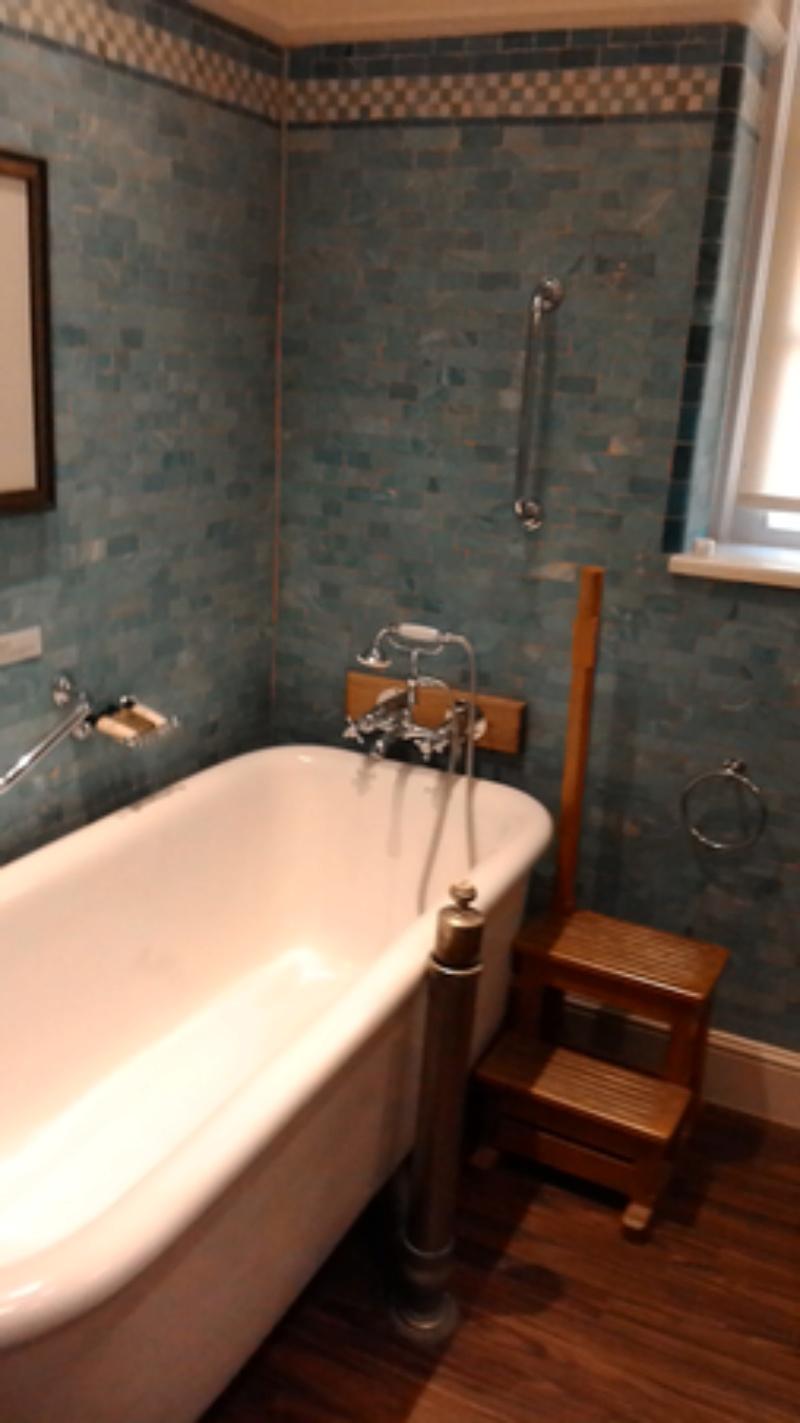 Our hotel suite Bathro11