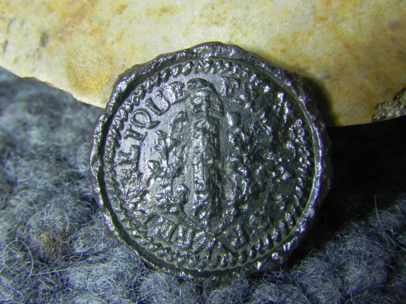 Bouton révolutionnaire 1792-1793 - bonnet phrygien Dscn8512