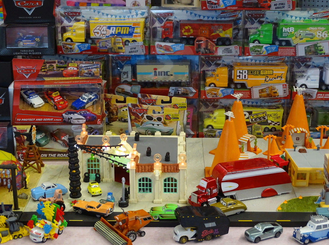 Exposition Cars Toys R Us Ph1810