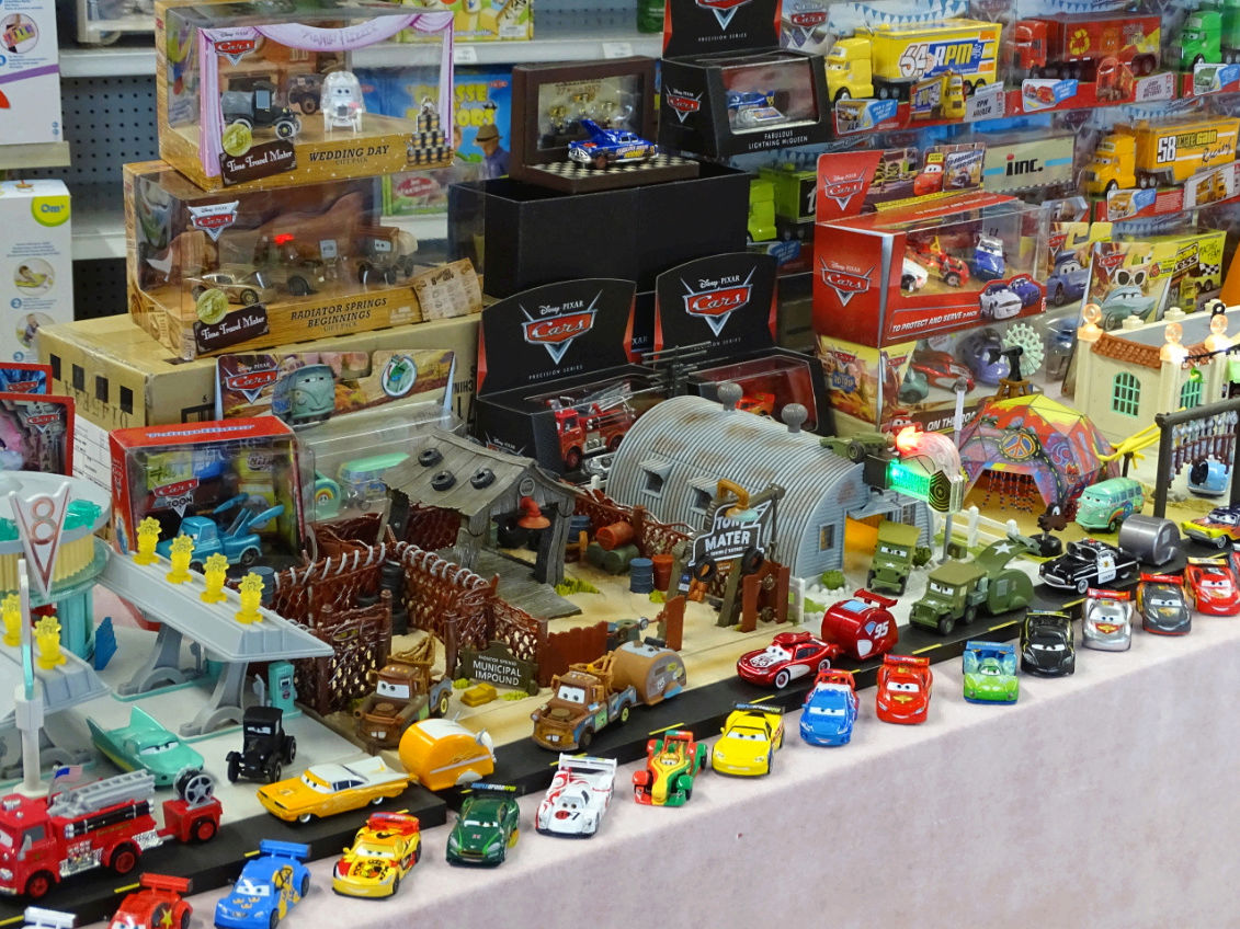 Exposition Cars Toys R Us Ph2110