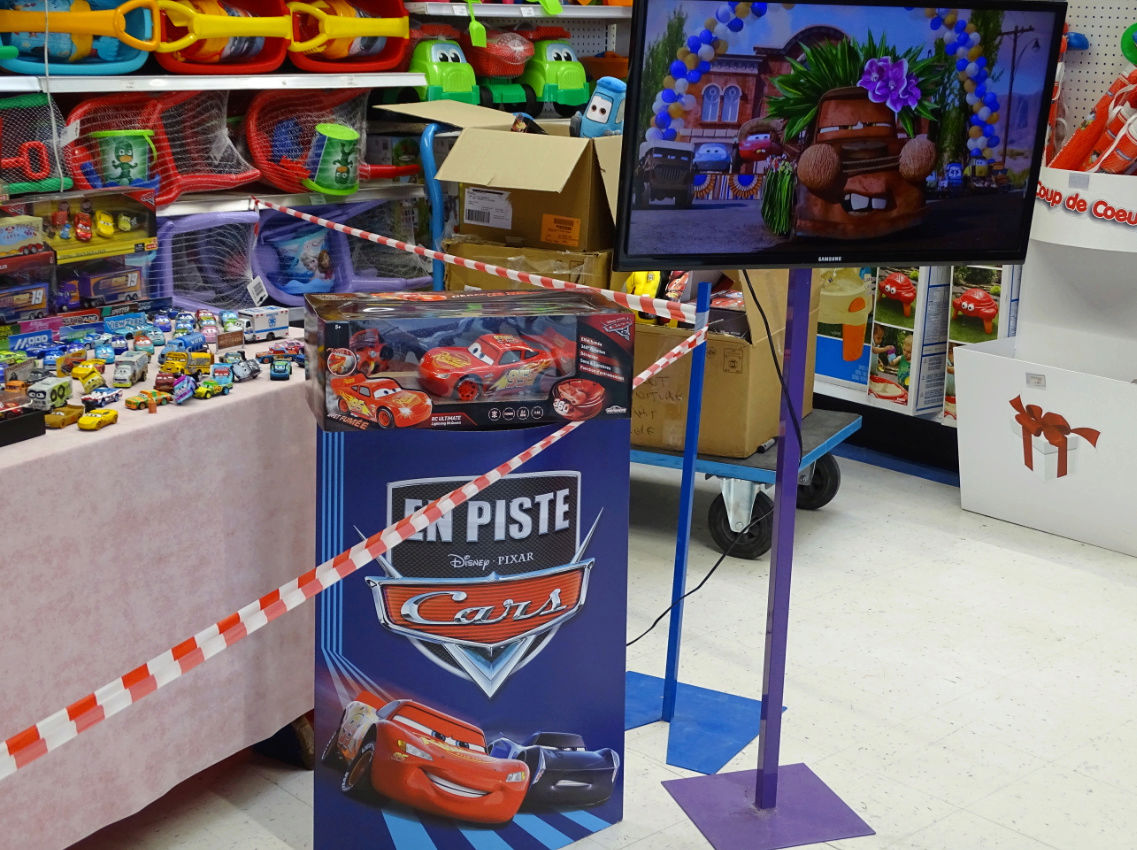 Exposition Cars Toys R Us Ph411
