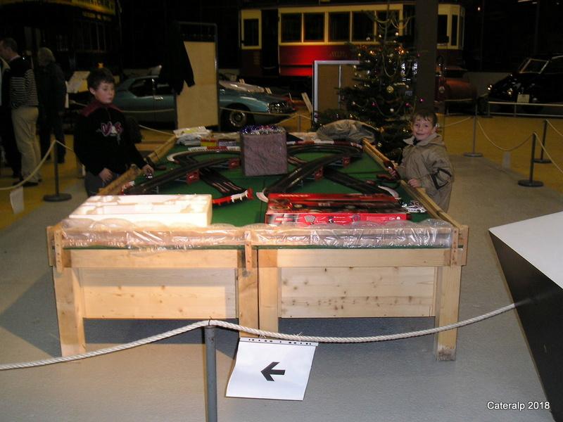 Expo hiver 2004 /2005 voitures de circuits électriques P1200110