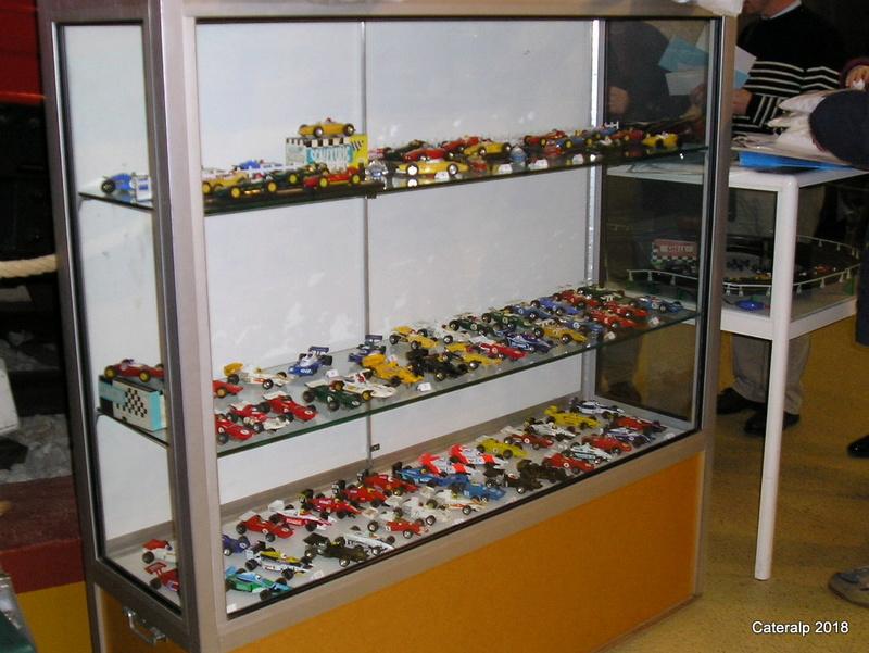 Expo hiver 2004 /2005 voitures de circuits électriques P1200112