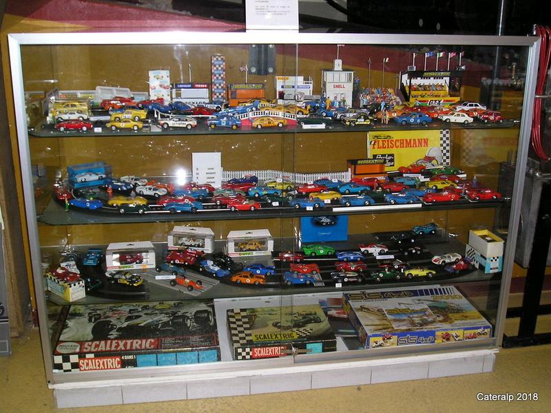 Expo hiver 2004 /2005 voitures de circuits électriques P1200113