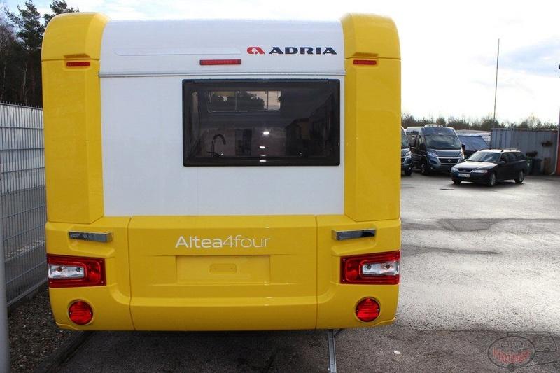 Escape trailer:  toute en fibre de verre Altea410