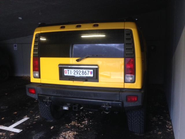 Vu un magnifique H2 jaune au Tessin en Suisse  Img_4212