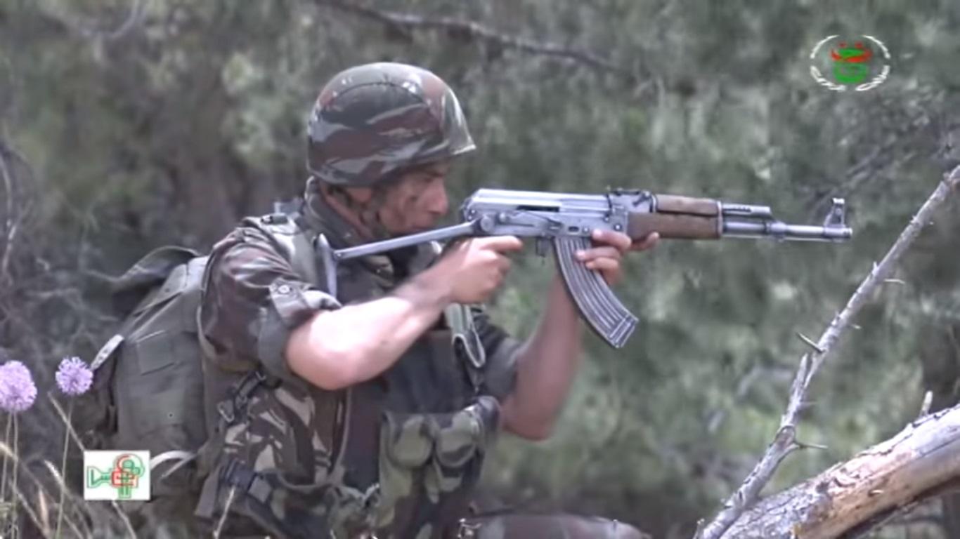موسوعة الصور الرائعة للقوات الخاصة الجزائرية - صفحة 64 Yoy_y10