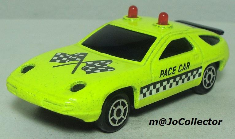 N°2304 PORSCHE 928 PACE CAR 2304_p10