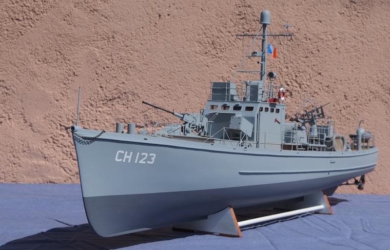 Chasseur de sous-marins CH123 au 1/50 selon plans AAMM - Page 8 Dscf4324