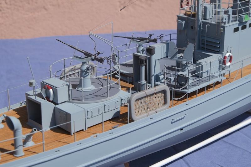 Chasseur de sous-marins CH123 au 1/50 selon plans AAMM - Page 8 Dscf4336