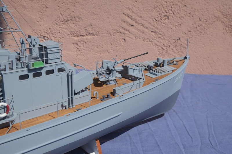 Chasseur de sous-marins CH123 au 1/50 selon plans AAMM - Page 8 Dscf4337