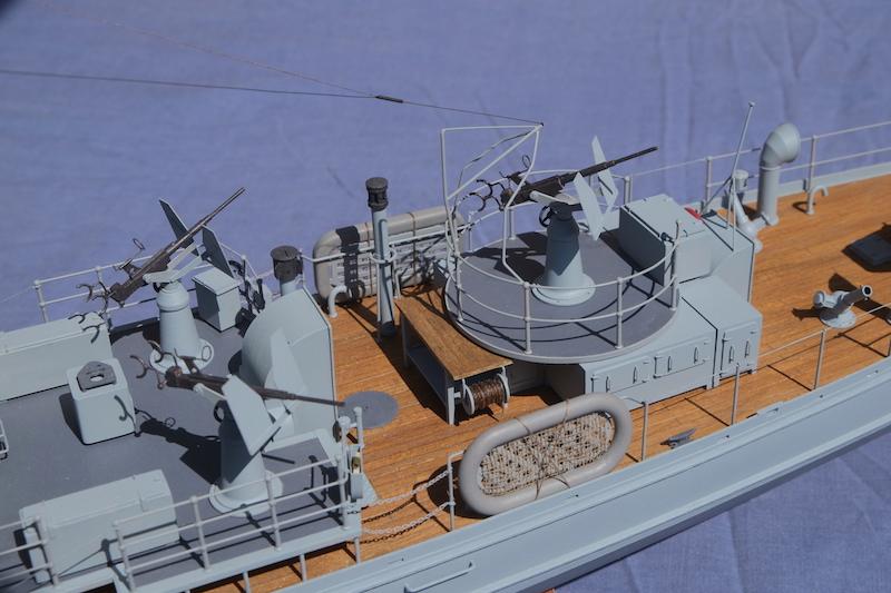 Chasseur de sous-marins CH123 au 1/50 selon plans AAMM - Page 8 Dscf4338