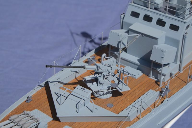 Chasseur de sous-marins CH123 au 1/50 selon plans AAMM - Page 8 Dscf4339