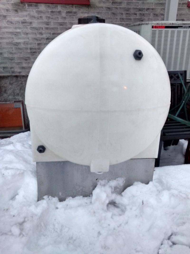 Réservoir plastique 300 gallons a vendre  Img_2010