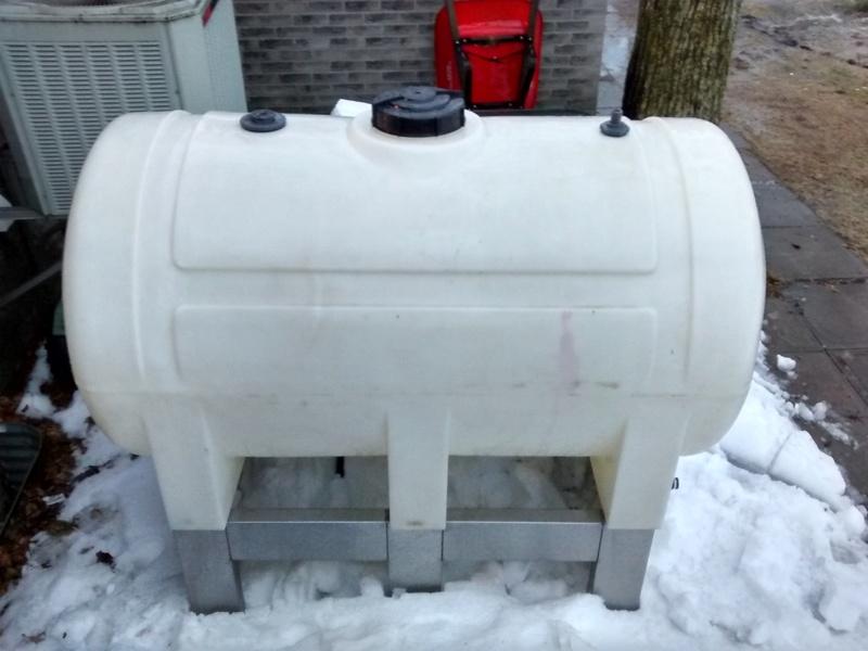 Réservoir plastique 300 gallons a vendre  Img_2011