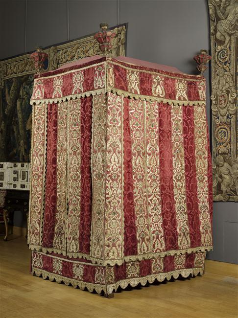 Lits historiques du XVe au XVIIIe s. usages, formes & décors Art_rm10