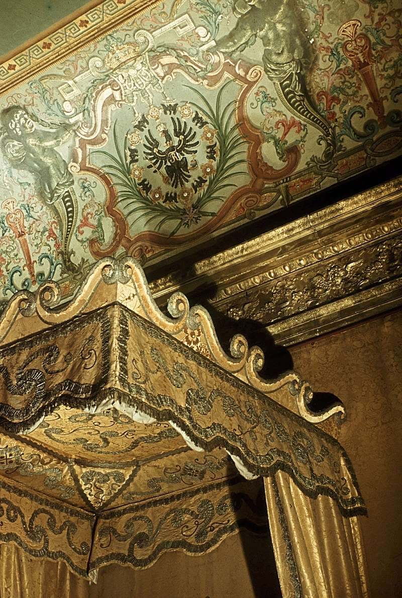 Lits historiques du XVe au XVIIIe s. usages, formes & décors Baldac10