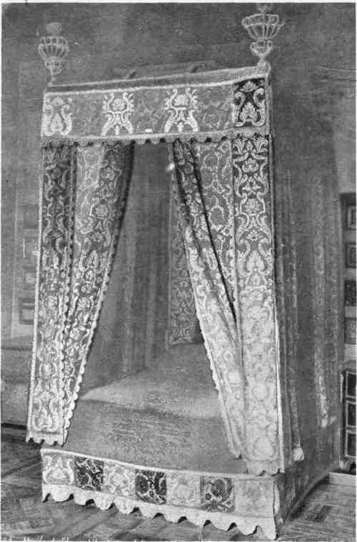 Lits historiques du XVe au XVIIIe s. usages, formes & décors Bed-of10