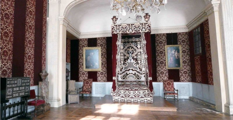 Lits historiques du XVe au XVIIIe s. usages, formes & décors F_idff10