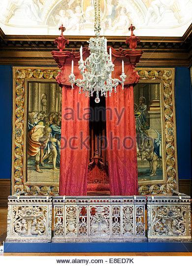 Lits historiques du XVe au XVIIIe s. usages, formes & décors State-10