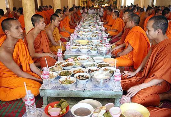Qual'è la dieta del Tathāgata? Monaci10