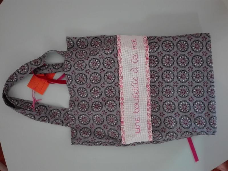 [Partenariat] La ronde des sacs à cadeaux (SUITE) - Page 6 Img_2010