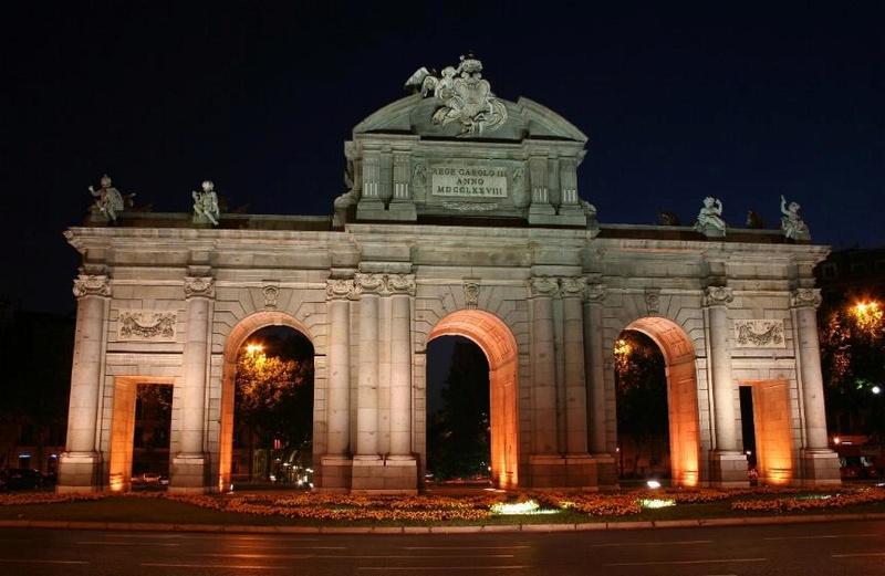 Promenade nocturne - identifiez le monument, la ville et le pays X_06_e10