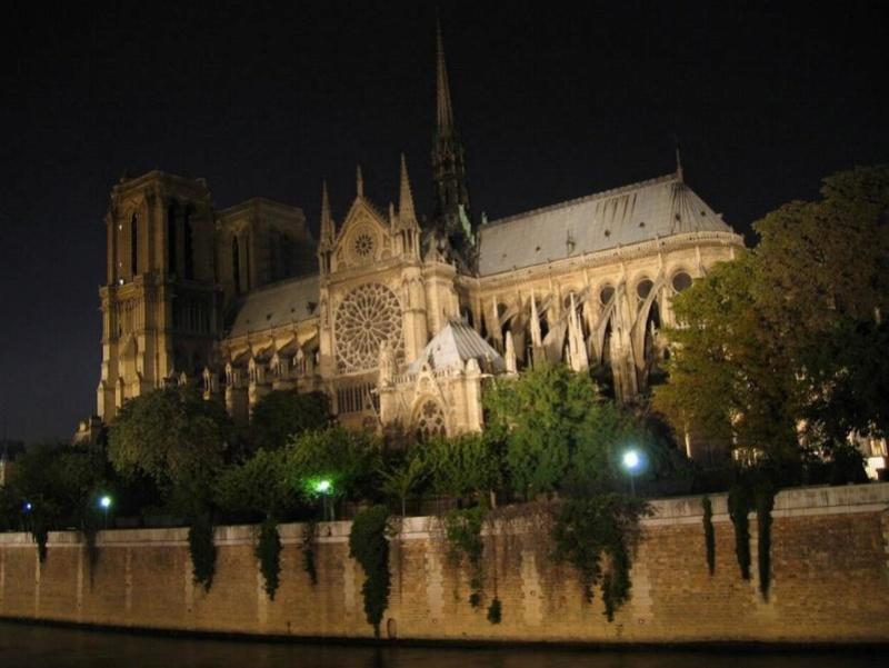 Promenade nocturne - identifiez le monument, la ville et le pays X_10_f10